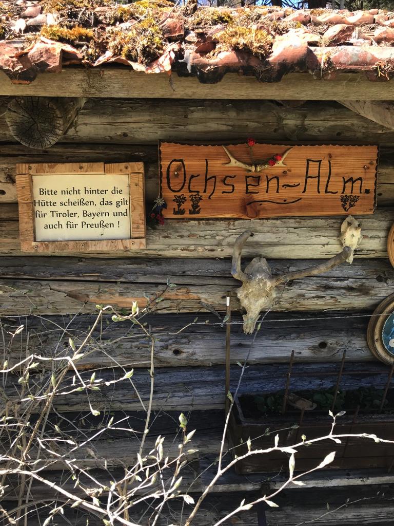 Die Hüttenbesitzer von Grainau haben schlechte Erfahrungen gemacht. Deutliche Hinweise sind angebracht.