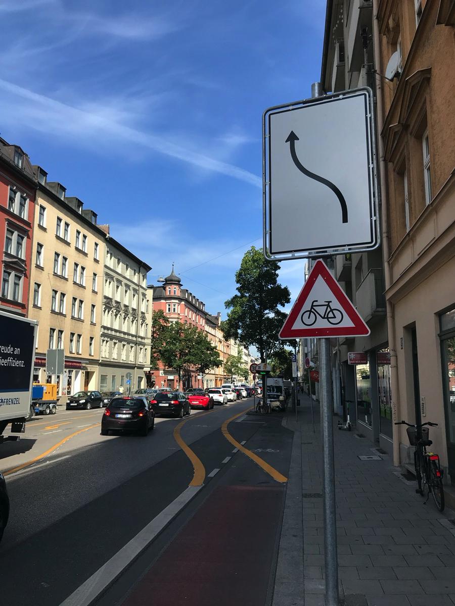 Das Einfädeln auf den neuen Radweg auf der Rosenheimer Straße funktioniert gut.